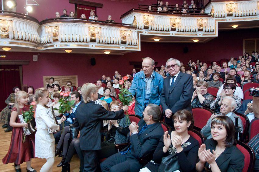 заяц, свадебные фото в драмтеатре новокузнецк этом году каток