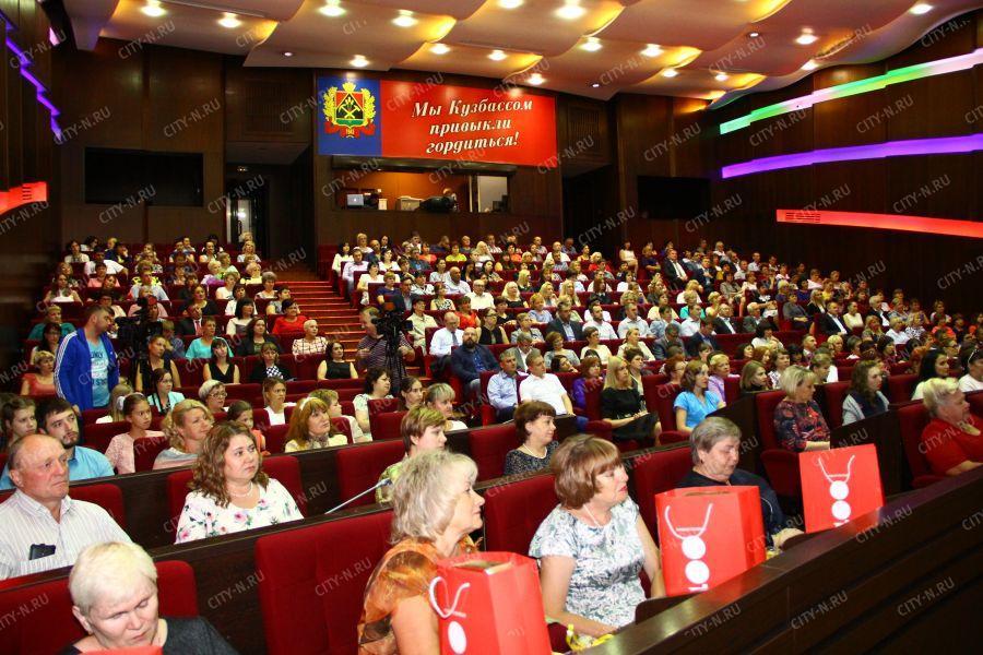 Рабочие русской торговли отмечают профессиональный праздник