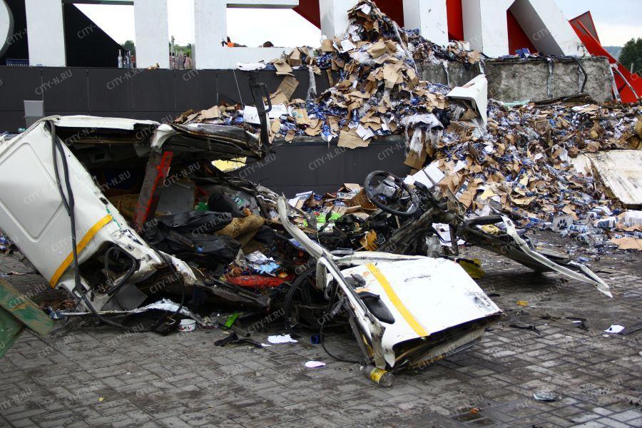 Из разбитой кабины фуры извлекли тело погибшего водителя