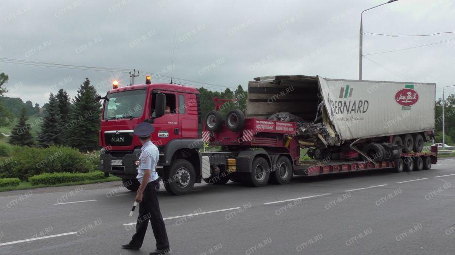 Разбившийся в Новокузнецке полуприцеп эвакуировали