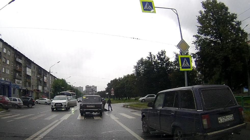видеорегистратор с датчиком движения на авто