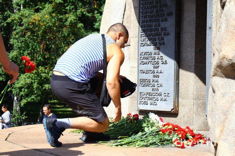 Новокузнецкие десантники скромно и торжественно отмечают день ВДВ (ФОТО)